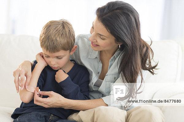 Sohn Hilfe 5-9 Jahre 5 bis 9 Jahre Mutter - Mensch