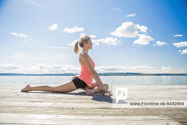 Europäer Frau üben Yoga