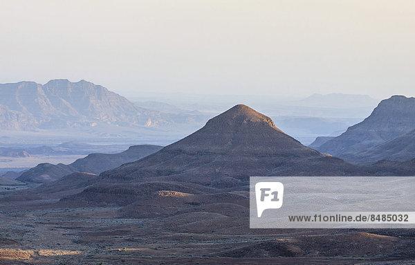 Kegelfˆrmiger Berg  Damaraland  Krone Canyon  Namibia