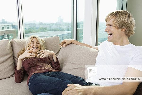 Interior  zu Hause  Fröhlichkeit  Entspannung  Couch