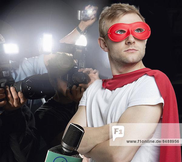 Superheld  fotografieren  Paparazzo