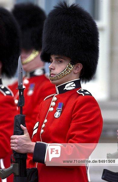 Großbritannien London Hauptstadt halten Wachmann Gewehr