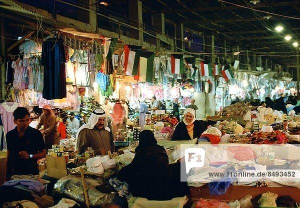 People shopping in the Souk  Kuwait City  Kuwait.