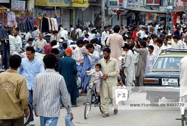 Islamabad  Hauptstadt  Mann  Straße  Fahrrad  Rad  bevölkert  Pakistan