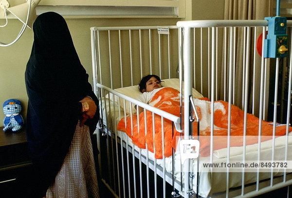 Riad  Hauptstadt  stehend  Bett  Krankenhaus  Mutter - Mensch  Saudi-Arabien