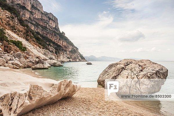 Felsen am Strand  Cala Goloritze  Sardinien  Italien