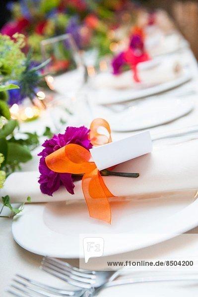Nahaufnahme der Platzgestaltung bei der Hochzeitsfeier
