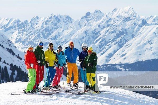 Skifahrergruppe in Kuhtai  Tirol  Österreich