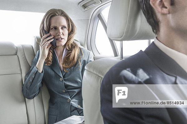 Geschäftsfrau  sprechen  Auto  Telefon  Handy