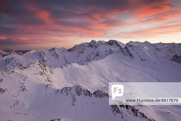 Wolkenstimmung über Obergurgl  Ötztaler Alpen  Tirol  Österreich