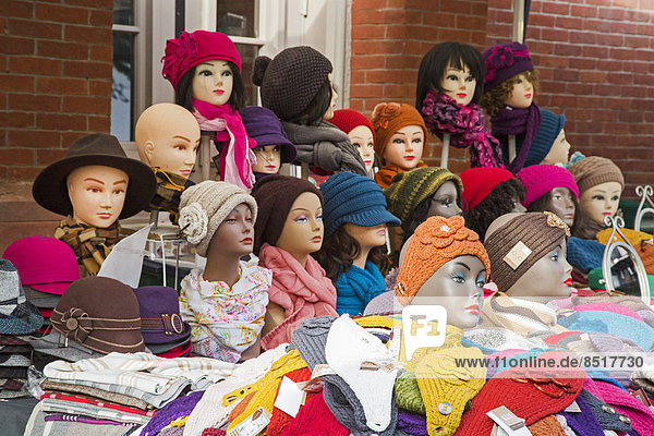 Mützen und Hüte an einem Marktstand  Washington  D.C.  USA