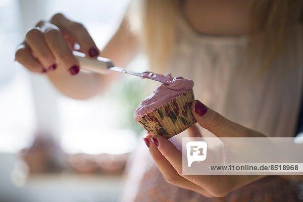 Frau  Vorbereitung  cupcake