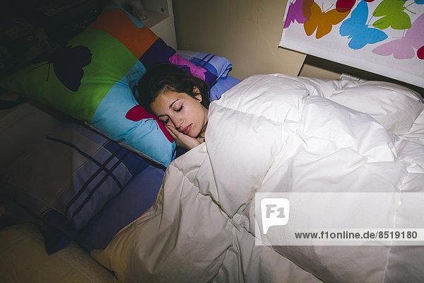 Spanien  Madrid  junge Frau schlafend