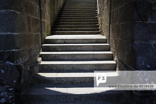 Frankreich  Bretagne  Dinan  Treppe in der alten Stadtmauer