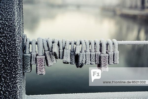Deutschland  Baßaria  Landshut  gefrorene Loße Schleusen