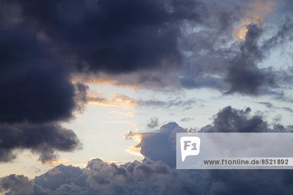 Deutschland  Schleswig-Holstein  Fehmarn  dunkle Wolken