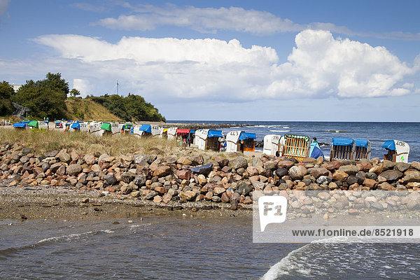 Deutschland  Schleswig-Holstein  Hohwacht  Hohwacht Bay  Liegestühle am Strand
