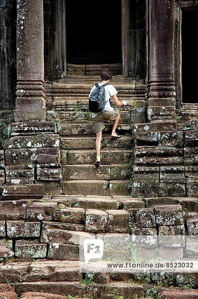 Stufe  Mann  jung  Kambodscha  klettern