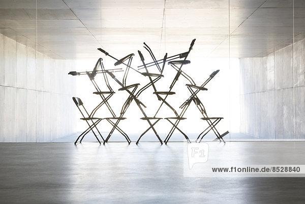 Silhouette der Bürostuhl-Installationskunst