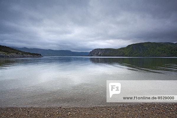 Panoramablick auf die ruhige Bucht