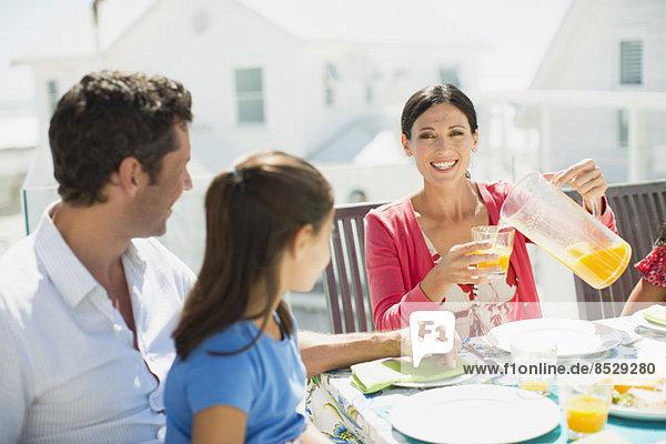 Familienfrühstück auf der Sonnenterrasse