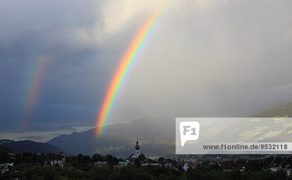 Doppelter Regenbogen über dem Inntal  Hall in Tirol  Tirol  Österreich