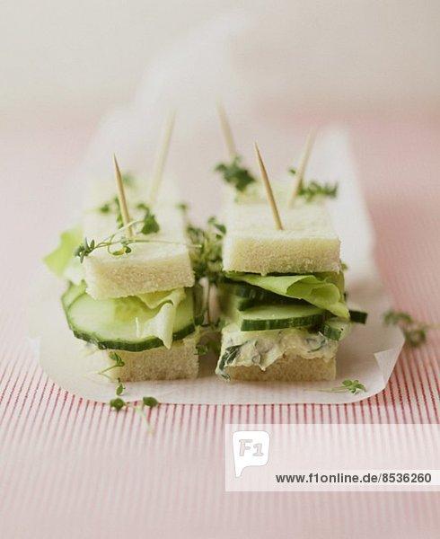 Mini-Gurken-Sandwiches