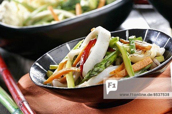 Wok vegetables with squid *** Local Caption *** Wok de verduras con calamares