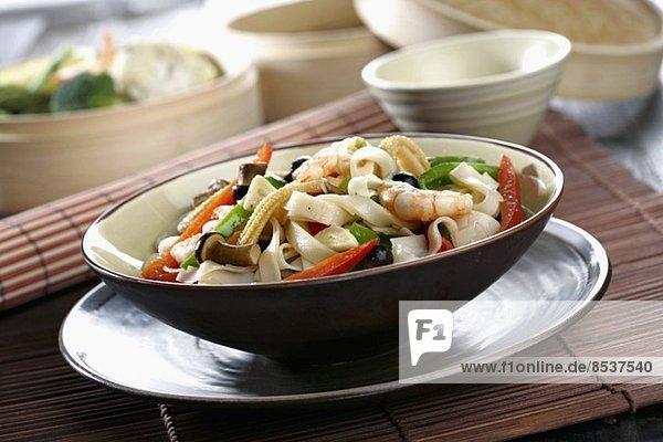 Saut'ed strips of rice oriental *** Local Caption *** Salteado oriental con cintas de arroz