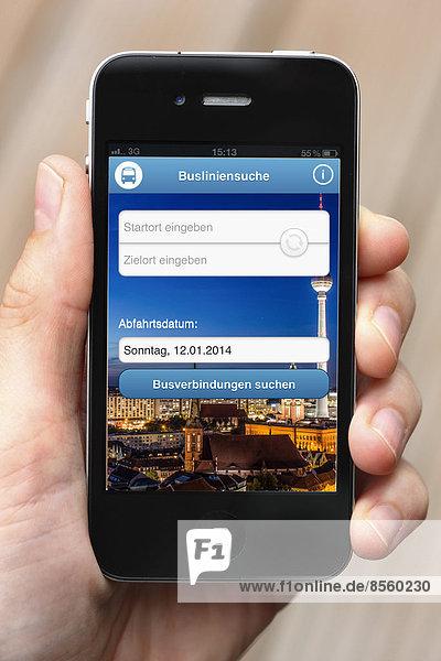 iPhone mit App die alle Fernbuslinien auf dem Display auflistet