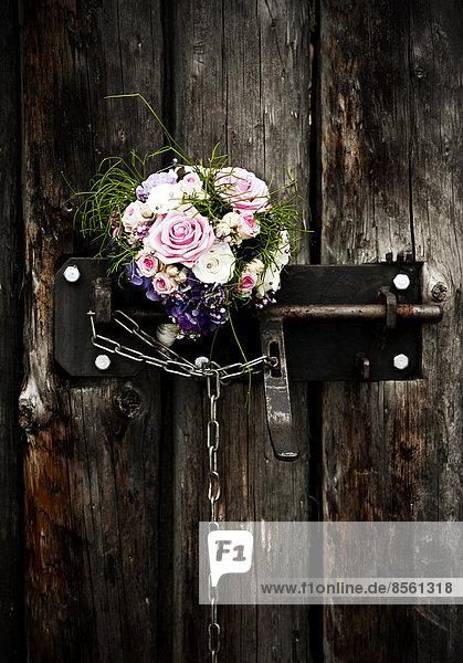 Blumenstrauß Strauß Braut Tür Türschloss Schloss Schlösser alt Blumenstrauß,Strauß,Braut,Tür,Türschloss,Schloss,Schlösser,alt