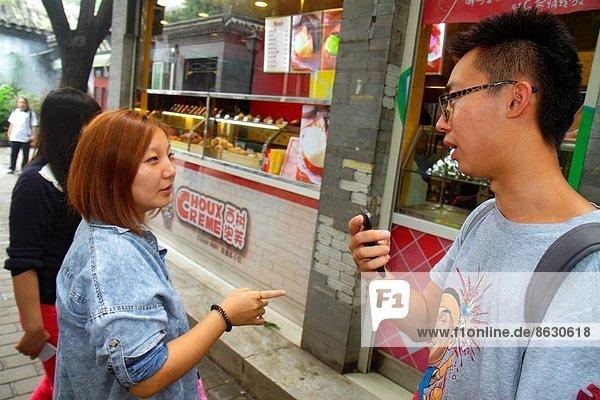 Frau  Mann  sprechen  Geschichte  kaufen  Peking  Hauptstadt  China
