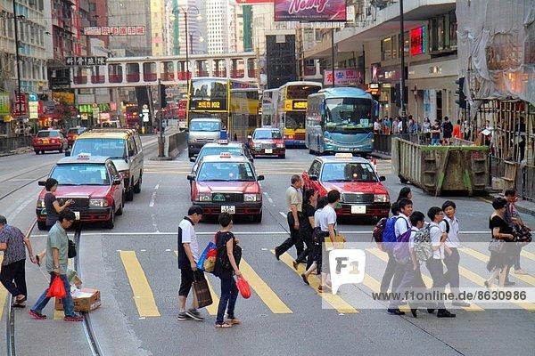 Frau  Mann  Junge - Person  Ende  Insel  Student  Fußgänger  China  Innenstadt  Hongkong  Straßenverkehr