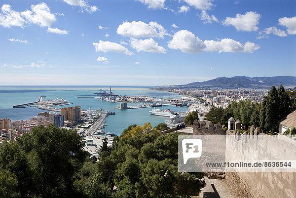 Hafen Palast Schloß Schlösser Berg Andalusien Malaga Spanien