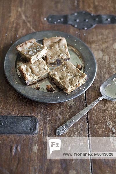 Ansicht von oben. Ein Blech backen  Kuchen oder Kekse in Quadrate schneiden. Bio-Lebensmittel.