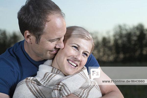 Mittleres erwachsenes Paar lächelnd  Nahaufnahme