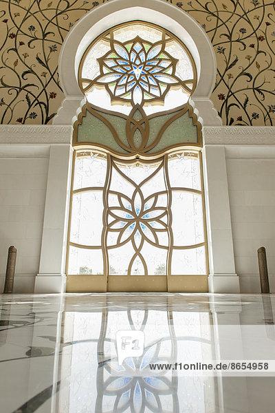 Verziertes Glasfenster  Sheikh Zayed Moschee  Abu Dhabi  Vereinigte Arabische Emirate