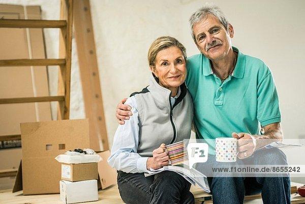 Seniorenpaar bei einer Kaffeepause