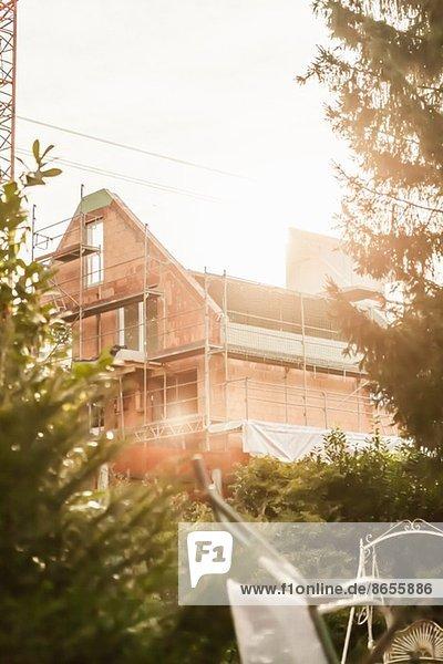 Außenansicht des Hauses im Bau