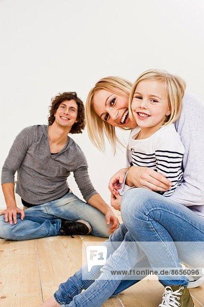 Studioaufnahme eines Paares mit Tochter