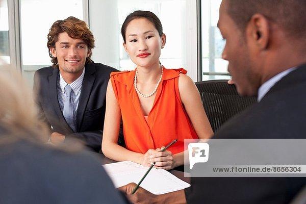 Geschäftskollegen im Amt