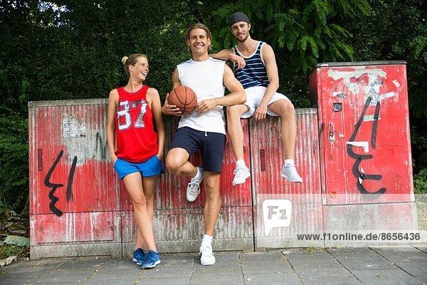 Portrait einer kleinen Gruppe von Basketballspielern