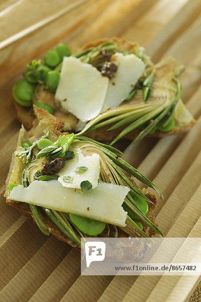 anziehen  Toastbrot  Artischocke  Cynara scolymus  Sardelle  Anchovis  Parmesan