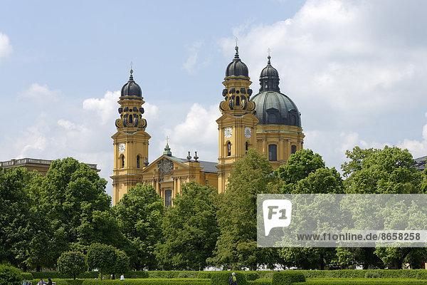 Hofgarten mit Theatinerkirche  München  Oberbayern  Bayern  Deutschland