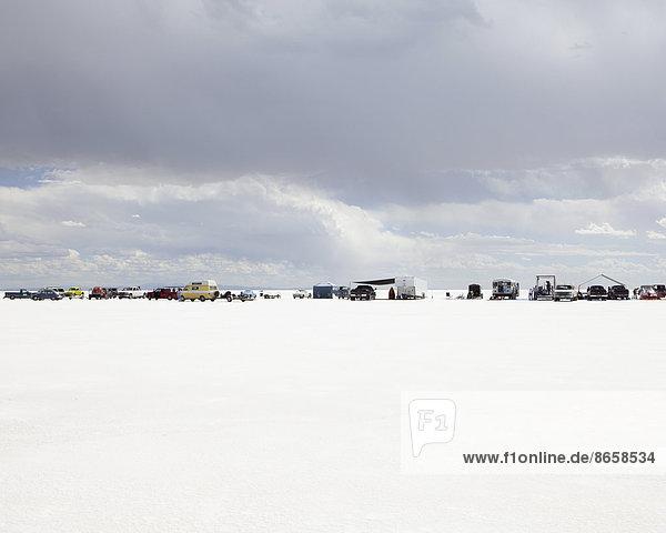 Zuschauerreihe auf den Bonneville Salt Flats  während der Speed Week