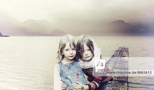 Zwei Schwestern in Kochel am See  Bayern  Deutschland