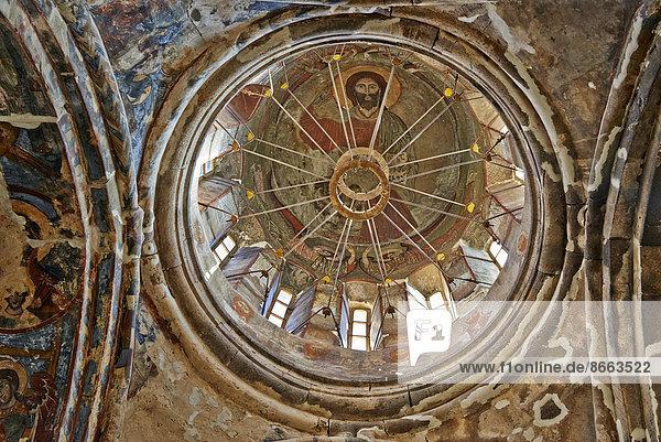 Innenaufnahme mit Wandgemälden  orthodoxes Kloster Pitareti  Tetri Zqaro  Niederkartlien  Georgien