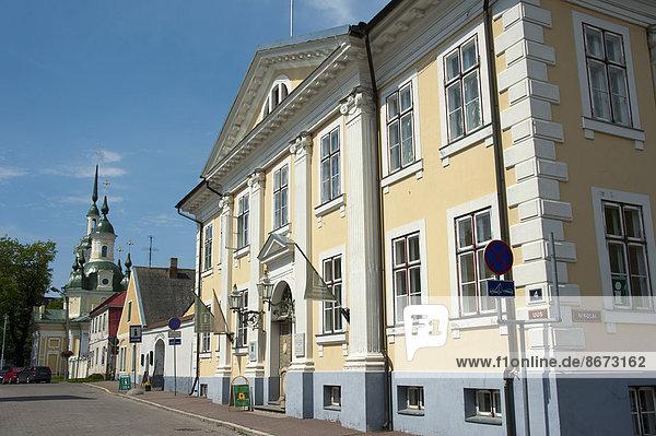 Rathaus und Katharinenkirche  Pärnu  Estland  Baltikum