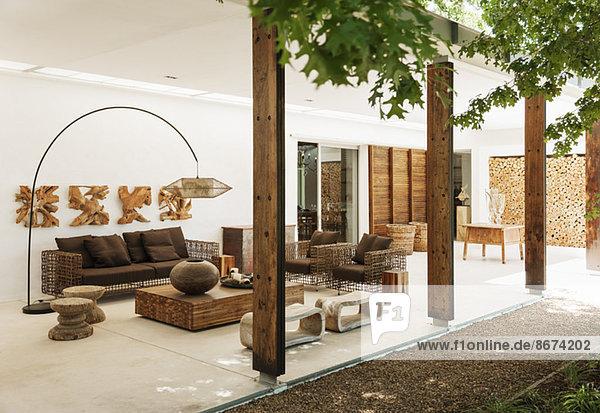Luxuriöses Wohnzimmer im Freien