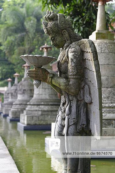 Steinskulptur  buddhistisches Kloster Mendut  Figur  Mendut  Jawa Tengah  Indonesien